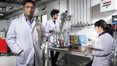 Portrait de Kumar Varoon Agrawal dans son laboratoire
