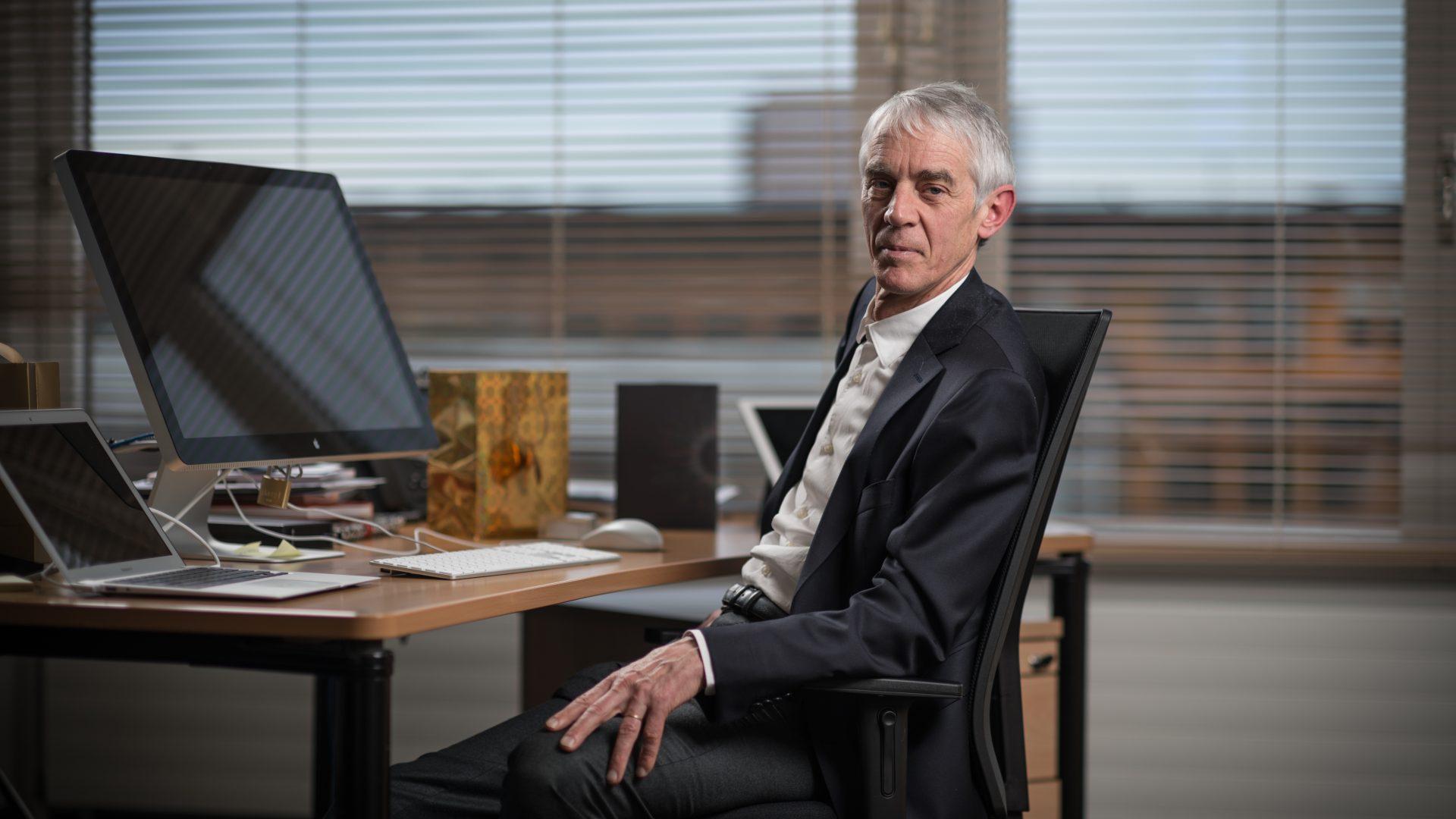 Portrait de Martin Vetterli à son bureau © EPFL - François Wavre
