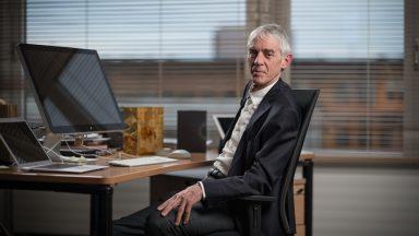 Portrait de Martin Vetterli à son bureau