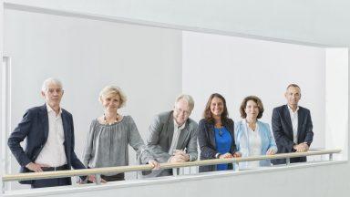 Martin Vetterli (président), Gisou van der Goot (Vice-présidence pour la transformation responsable - VPT), Jan Hesthaven (Vice-présidence académique - VPA), Ursula Oesterle (Vice-présidence pour l'innovation - VPI), Françoise Bommensatt (Vice-présidence pour les finances - VPF) et Matthias Gäumann (Vice-présidence pour les opérations - VPO) © Catherine Leutenegger