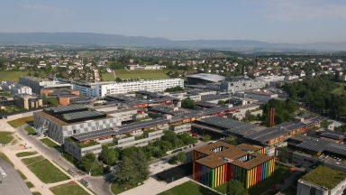 Vue aérienne de l'EPFL, en particulier du bâtiment BI