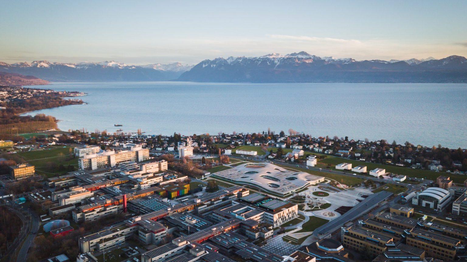 Vue aérienne de l'EPFL et du Léman © Jamani Caillet / EPFL 2020