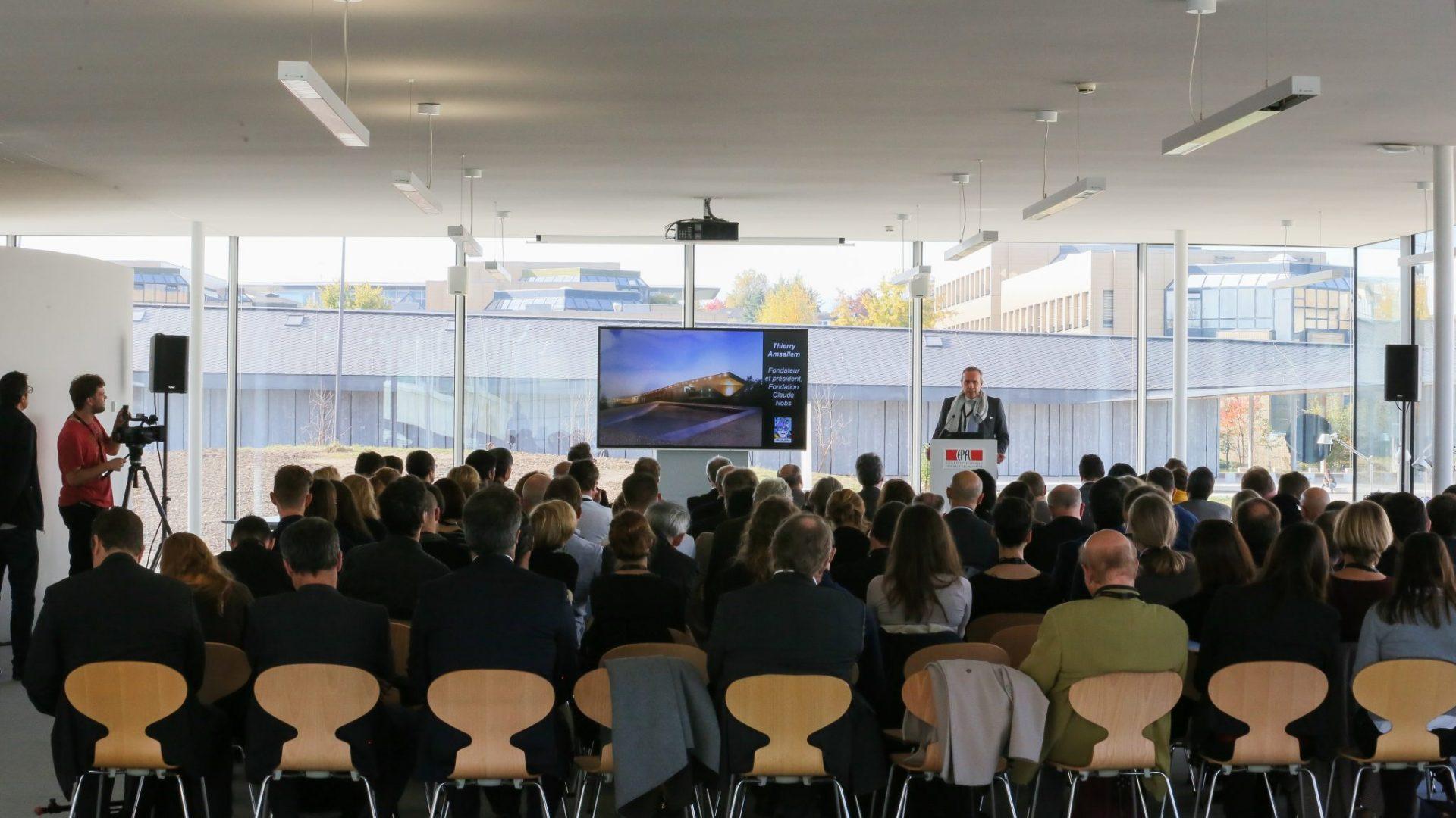 Conférence de presse lors de l'inauguration d'ArtLab