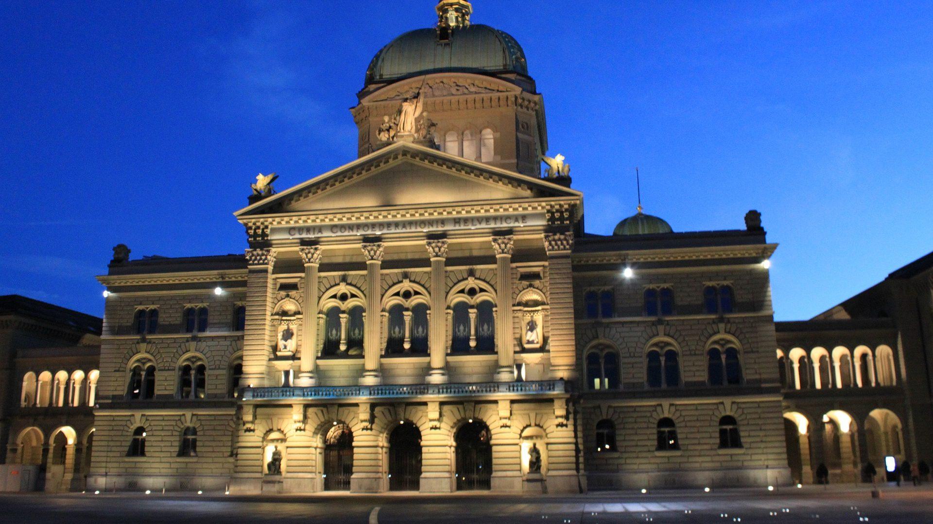 Photo du Palais fédéral, de nuit