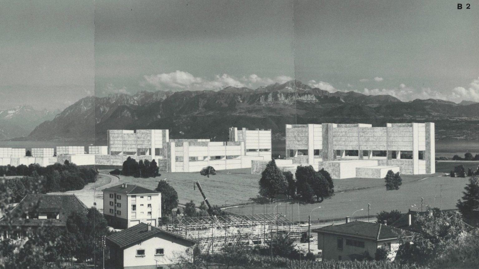 Zweifel + Strickler + Associés et Urbaplan, Photomontage du projet de 1971, détail (DII) Le photomontage est réalisé en vue du Message aux Chambres fédérales. Le choix de la couleur blanche est surprenant car il accentue l'effet d'écran. Les bâtiments atteignent la hauteur de 42.9 m.