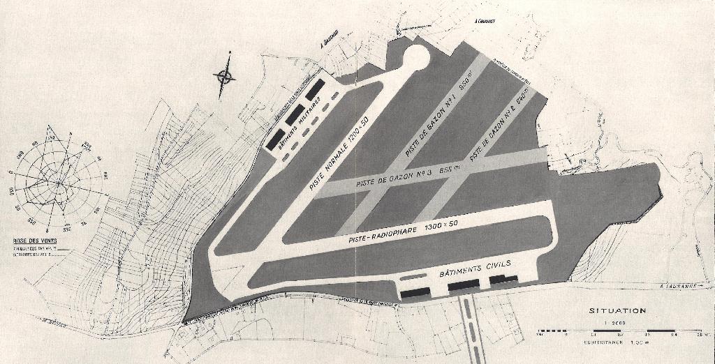 Plan constitué de deux pistes, une militaire et l'autre civile avec leurs bâtiments respectifs.