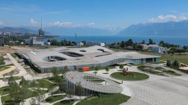 Vue aérienne du Rolex Learning Center © Alain Herzog, EPFL 2020