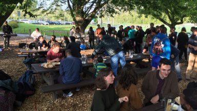 Un repas en extérieur organisé par l'aumonerie de l'EPFL
