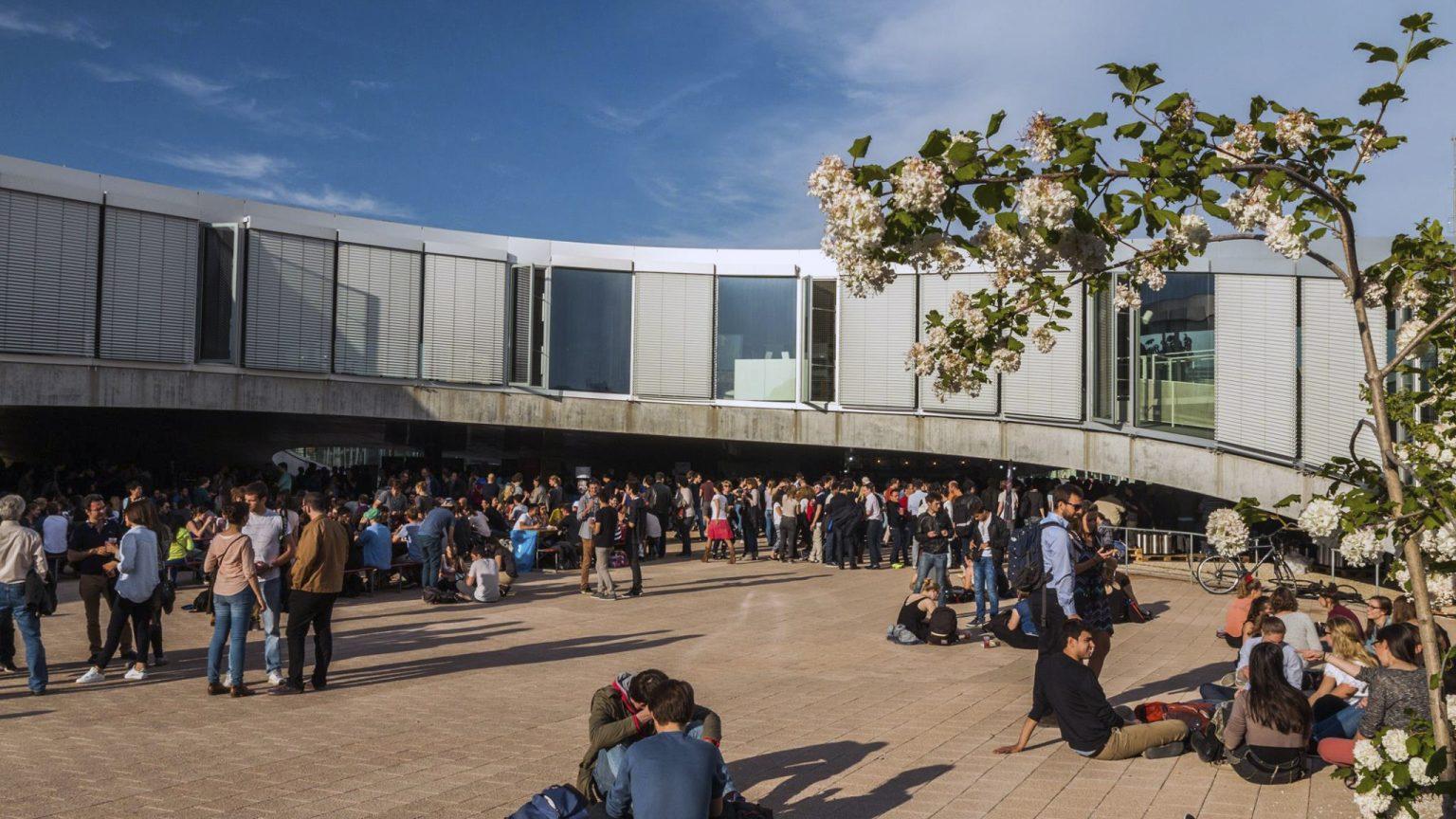 International – École polytechnique fédérale de Lausanne