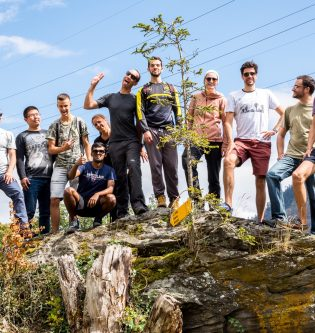 Group hike Salvan