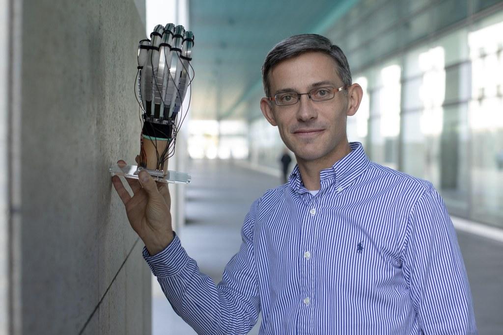 Thématiques: Microtechnique, Recherche et tech transfer, STI, Robotique