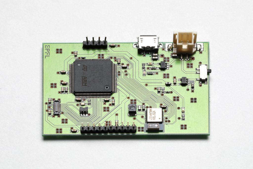 PCB rectangulaire monté
