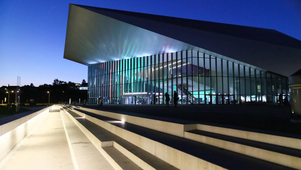 Bâtiment SwissTech Convention Center de nuit