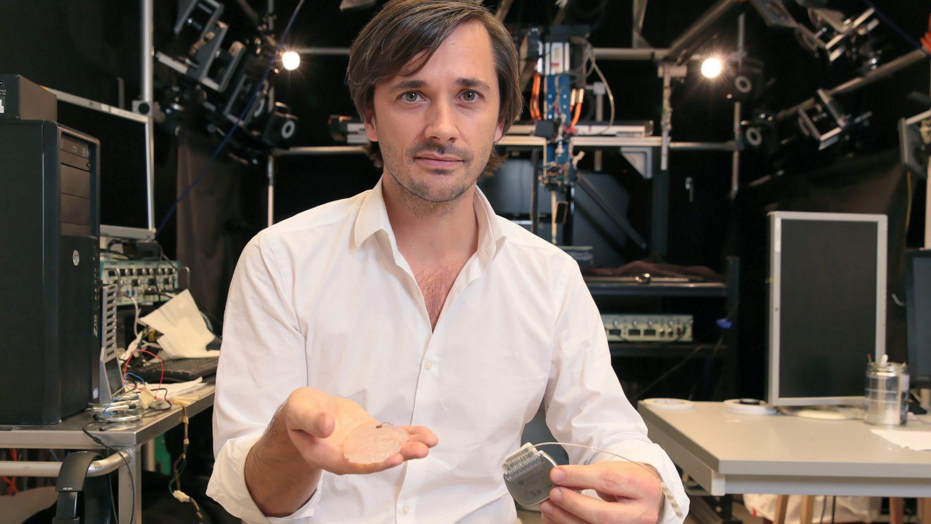 Grégoire Courtine, avec son invention, une interface neuroprosthétique