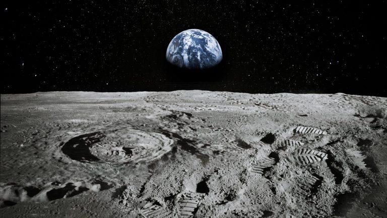 Vue d'artiste de la terre depuis la Lune © iStock
